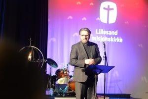 Øyvind Haraldseid taler under stiftelsesfesten i Lillesand misjonskirke