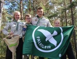 Foto av ungdommer på Falkeleir