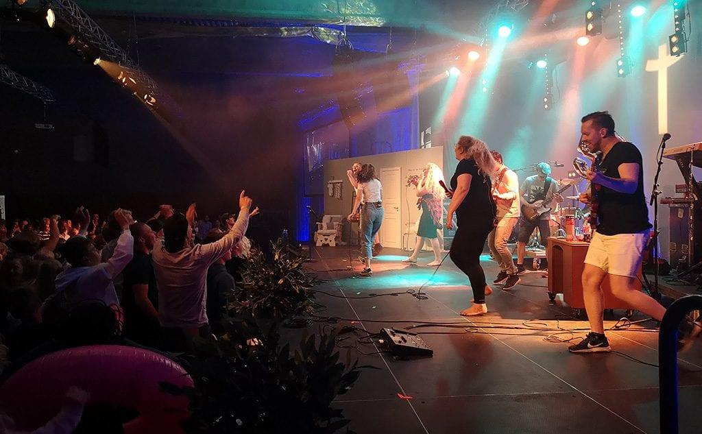 Lovsangsbandet Stagedive Live på scenen under Liv og vekst 2019