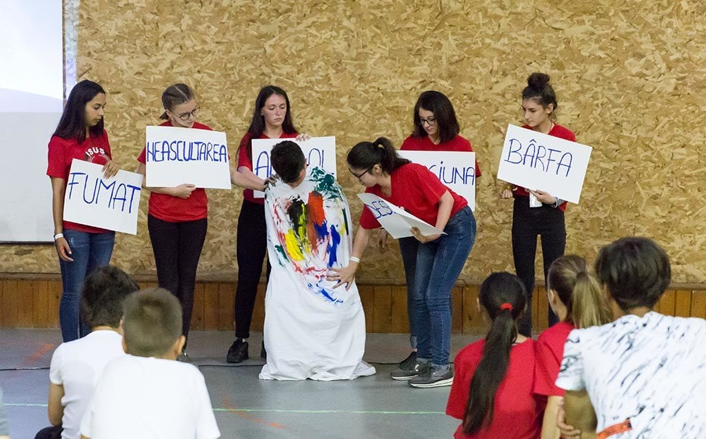 Ungdom dramatiserer undervisningen
