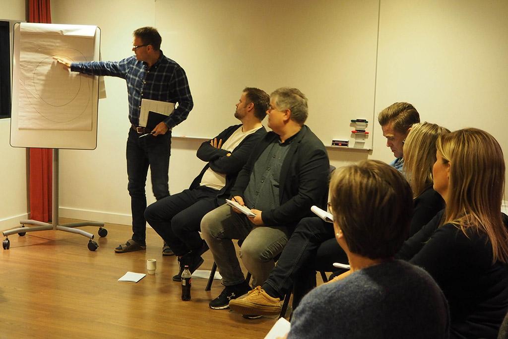 Kjell Birkeland underviser styrelederne