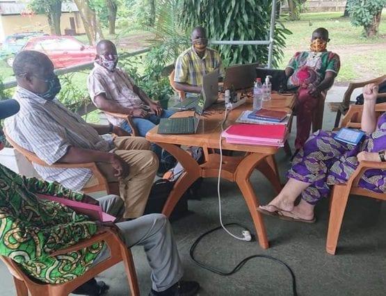 Prosjektgruppen i hjelpeorganisasjonen ASUdh med masker og god avstand