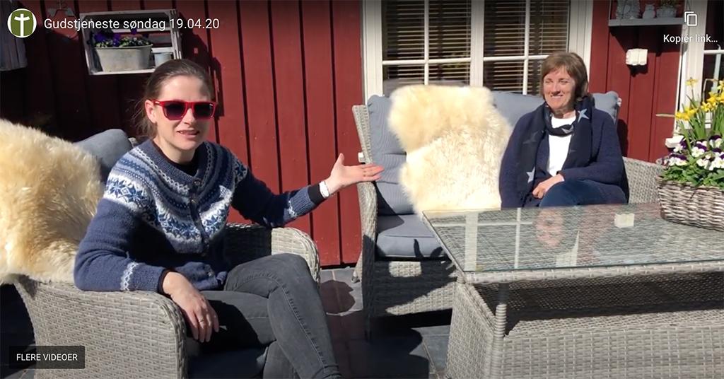 Maria Morfjord i samtale med menighetsmedlem