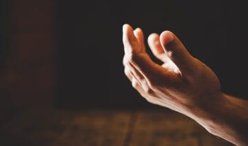 Hender som ber