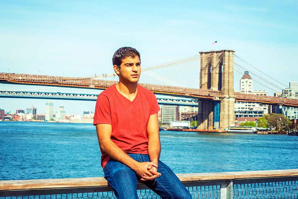 Foto av ung mann i ettertanker.
