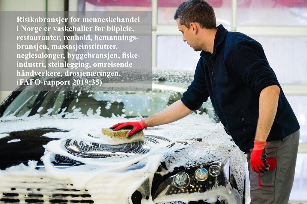 Montasje tekst og foto: Mann vasker bil, vaskehaller er en utsatt bransje i Norge for moderne slaveri.