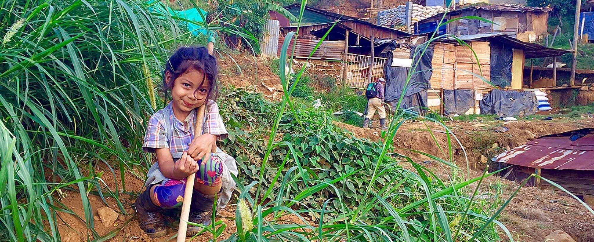 Jente med jordrake i Granizal