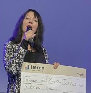 Ann Mari Lende mottar UNG prisen