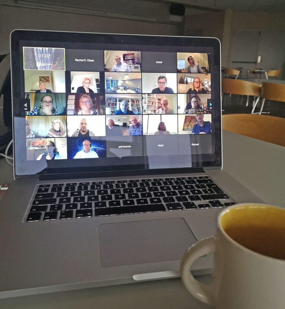 Deltakerne på Zoom på PC-skjerm