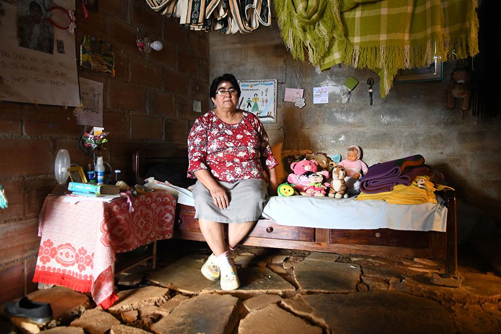 Kvinne i huset sitt i Granizal