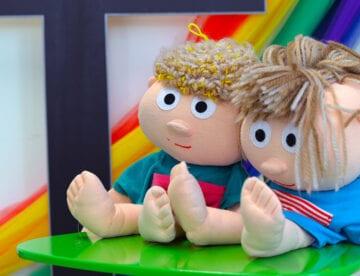 Foto av to dukker - Gjerpen misjonskirke